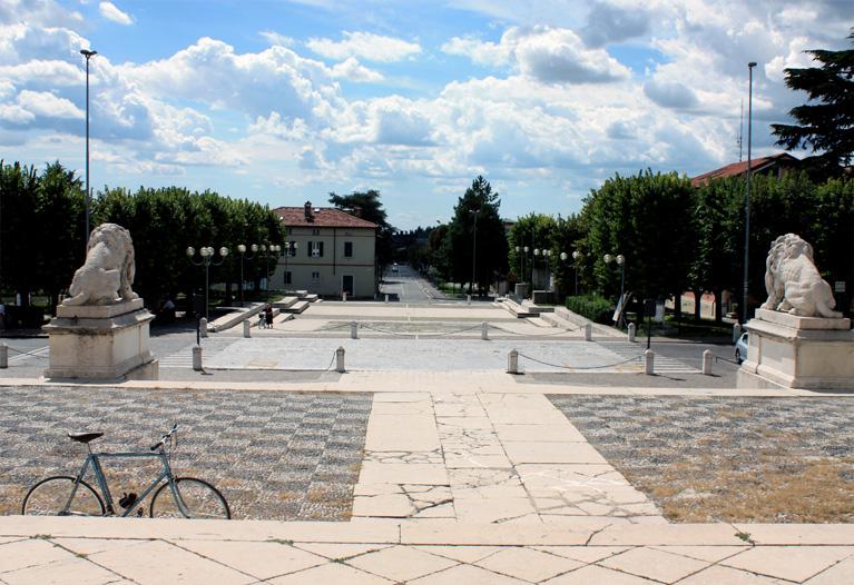 Gussago - Piazza V.Veneto agosto 2010