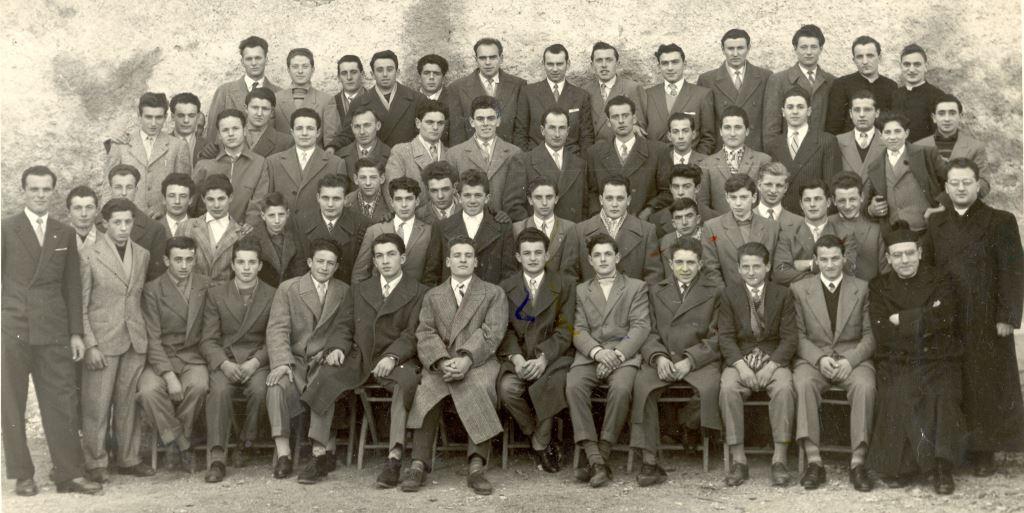 Giovani di Azione Cattolica 1952 circa con don Potieri