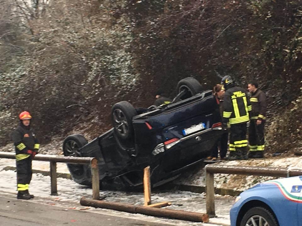 Incidente auto ribaltata 2017