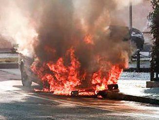 Incendio auto via IV Novembre maggio 2021